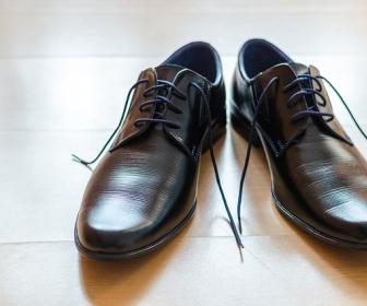 sennik Sen o butach czarnych